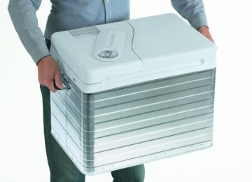 Mobicool Q40 Kühlbox wird getragen