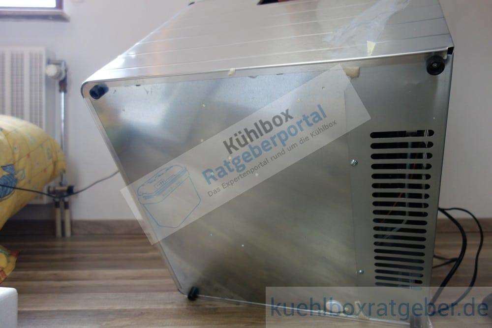 Dometic Combicool RC2200 EGP Unterseite mit Gumminoppen und Lüftungsschlitzen